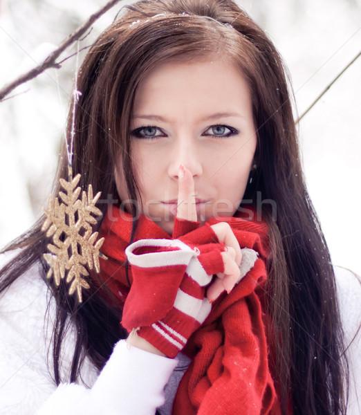 Bela mulher vermelho luvas inverno floresta frio Foto stock © iriana88w