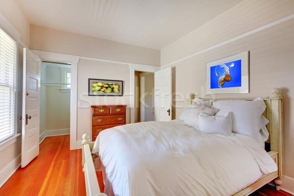 Foto stock: Dormitorio · blanco · cama · cereza · casa