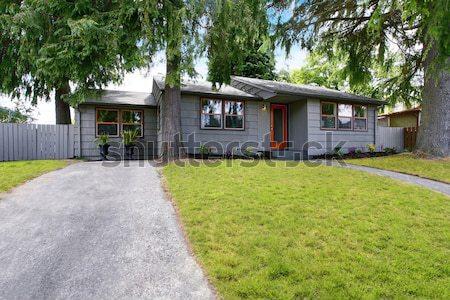 Extérieur de la maison vert couleur entrée porche banc Photo stock © iriana88w