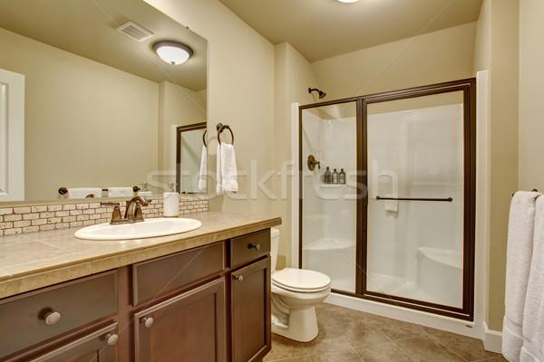 Elegante · bagno · piastrelle · piano · vetro · doccia foto d