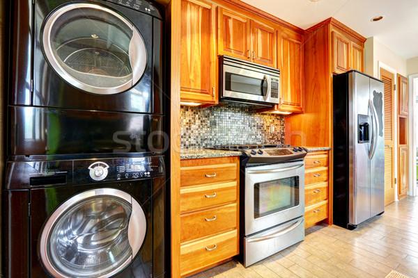 Bucătărie cameră Spălătorie artar depozitare Imagine de stoc © iriana88w