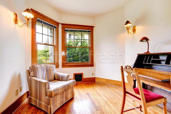 Heldere kamer antieke bureau houten stoel oude Stockfoto © iriana88w