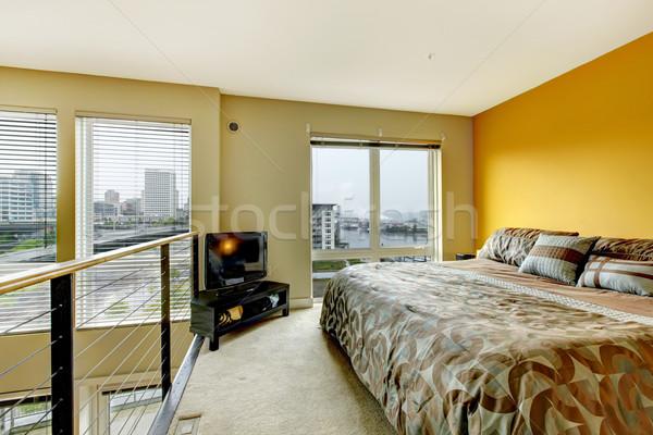 Vliering appartement slaapkamer tv interieur Stockfoto © iriana88w