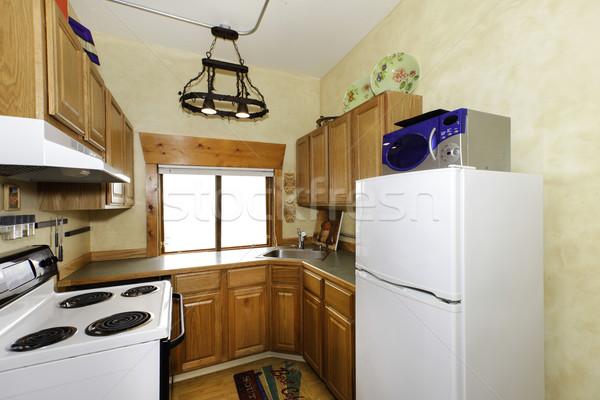 Klein eenvoudige keuken kamer ijzer kroonluchter Stockfoto © iriana88w