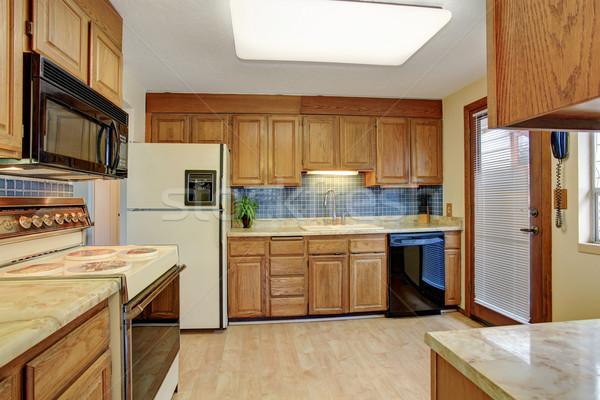 Simples cozinha piso de madeira porta madeira piso Foto stock © iriana88w