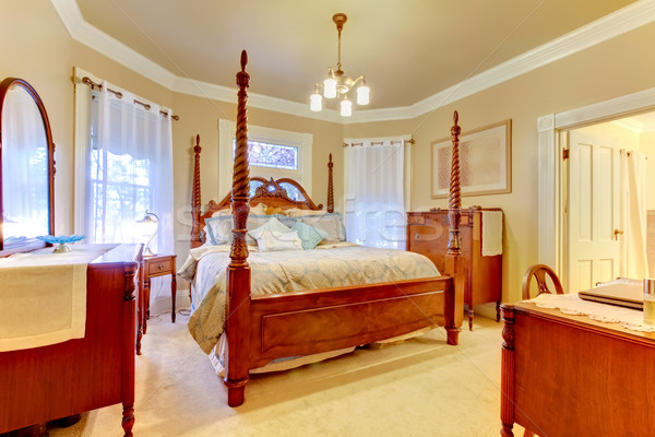 Romantikus hálószoba nagy fa ágy antik Stock fotó © iriana88w