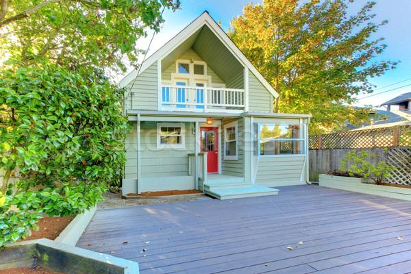 Belle vert nord-ouest maison bois porche Photo stock © iriana88w