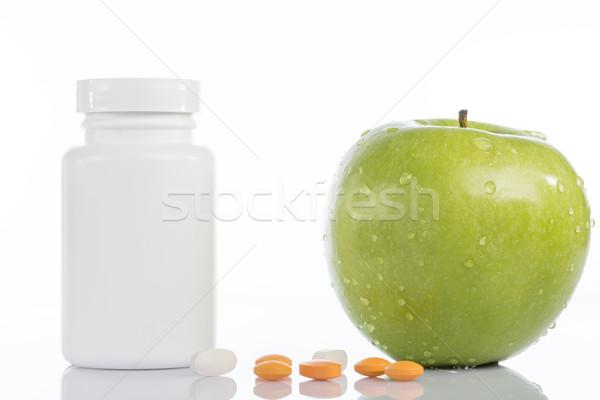 Foto stock: Naturalismo · verde · maçã · pílulas · branco