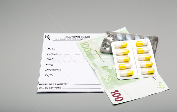 Costo medicina Pack pastillas uno cien Foto stock © ironstealth