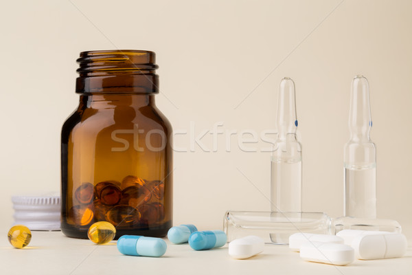Bouteille pilules brun verre coloré capsules Photo stock © ironstealth