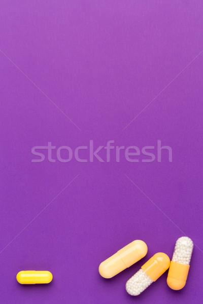 Amarelo medicina pílulas roxo cor saúde Foto stock © ironstealth