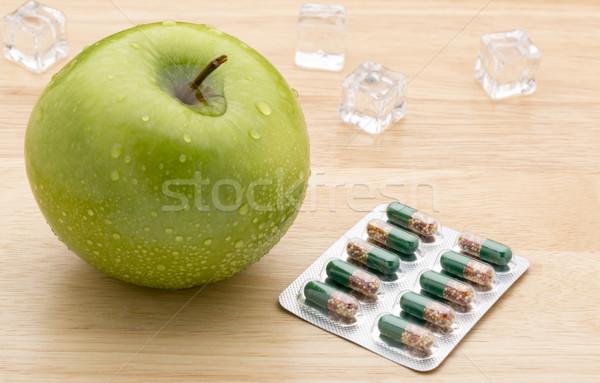 зеленый прозрачный таблетки капсулы свежие яблоко Сток-фото © ironstealth