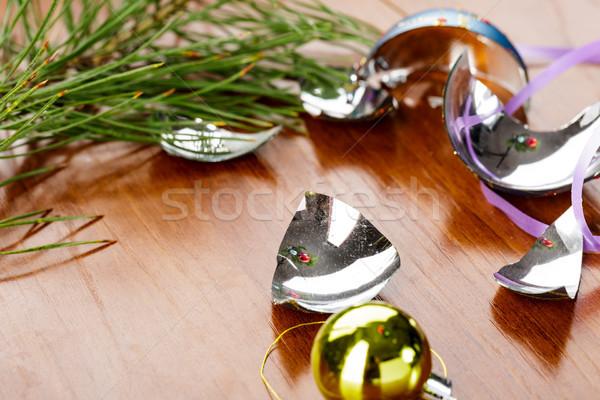 Brisé noël balle table en bois verre table en bois Photo stock © ironstealth