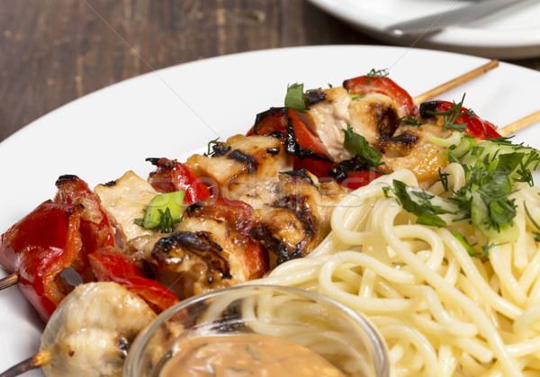 Poulet barbecue spaghettis plaque fond Photo stock © ironstealth