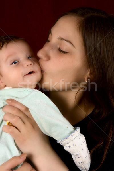 Młodych mum całując ulubiony syn rodziny Zdjęcia stock © ISerg