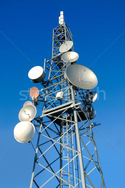 Telecomunicaciones torre sereno cielo azul teléfono televisión Foto stock © italianestro