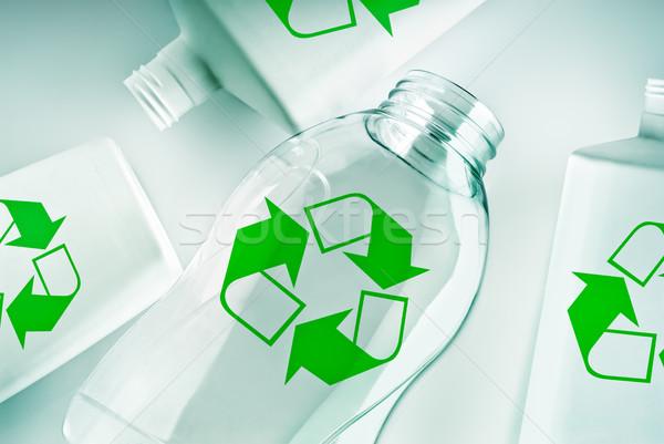 Műanyag újrahasznosít szimbólum zöld háttér üveg Stock fotó © italianestro