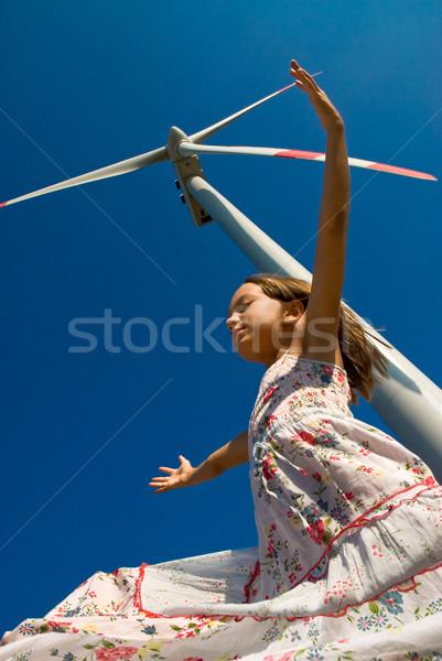 Giocare vento ragazza turbina eolica tecnologia sfondo Foto d'archivio © italianestro
