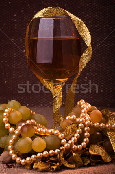 Copo de vinho vidro vinho uva festa aniversário Foto stock © IvicaNS