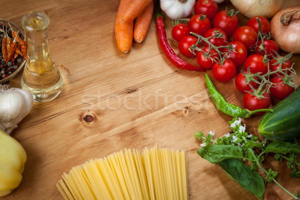 Plantaardige spaghetti pasta olijfolie basilicum knoflook Stockfoto © IvicaNS
