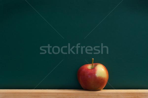 Kırmızı elma kara tahta metin okul meyve uzay Stok fotoğraf © IvicaNS