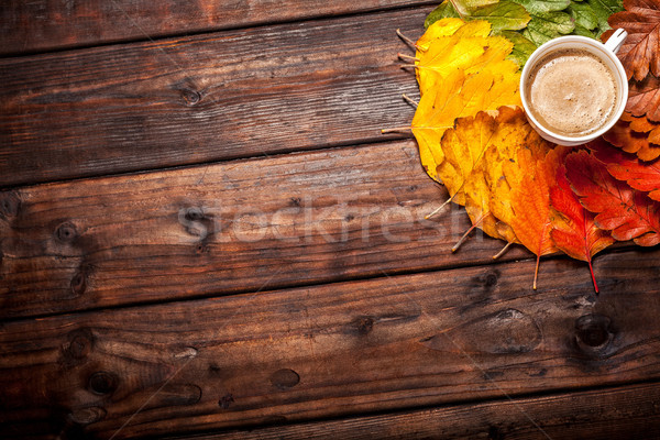 Kávéscsésze őszi levelek öreg fa asztal felső kilátás Stock fotó © IvicaNS