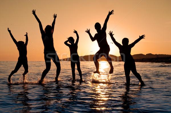 Siluet aile atlama plaj güzel yaz Stok fotoğraf © IvicaNS