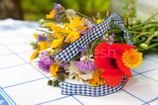 Boeket kleurrijk klaprozen lint bloemen Stockfoto © ivonnewierink