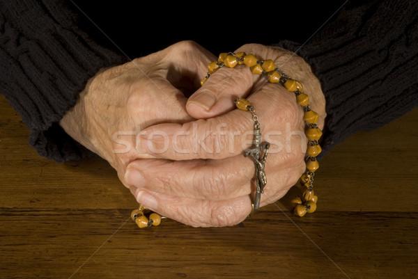 Oude handen rozenkrans bidden man hout Stockfoto © ivonnewierink