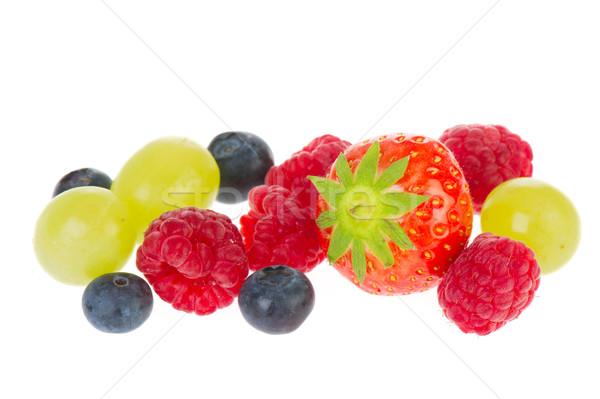 Fraîches fruits d'été bleu baies framboises raisins Photo stock © ivonnewierink