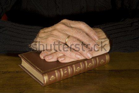 öreg kezek pihen antik Biblia zárva Stock fotó © ivonnewierink