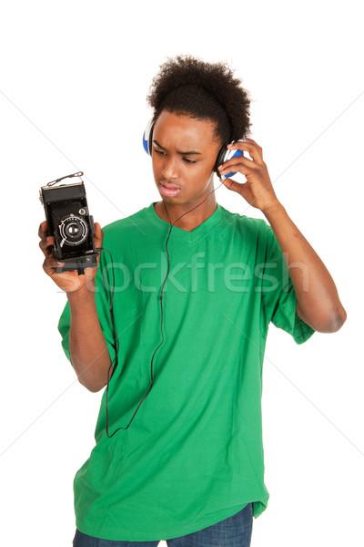 Tinédzser fiú kapcsolódik klasszikus fotó kamera Stock fotó © ivonnewierink