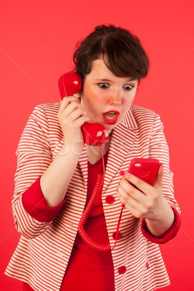 ストックフォト: 良いニュース · スマートフォン · 若い女性 · ニュース · イヤホン