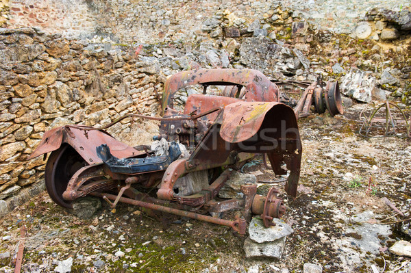 Roestige oude auto auto vernietigd frans straat Stockfoto © ivonnewierink