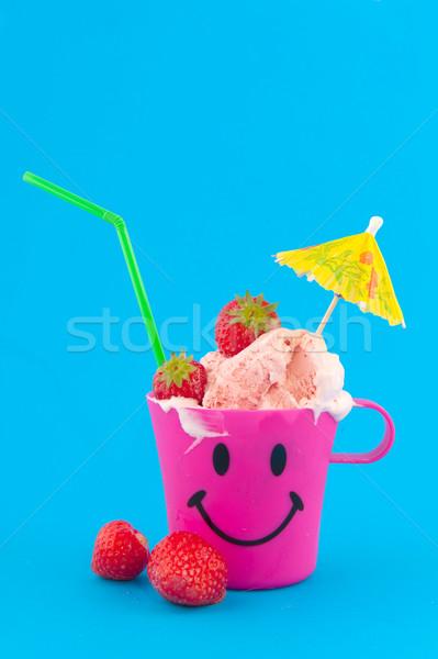 Sorbete fresa aislado azul alimentos rosa Foto stock © ivonnewierink