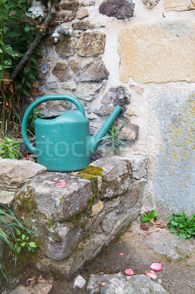 Locsolókanna csap zöld műanyag kert Stock fotó © ivonnewierink