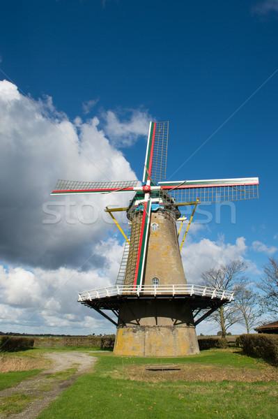 Holandés molino de viento oscuro agricultura Holanda Foto stock © ivonnewierink