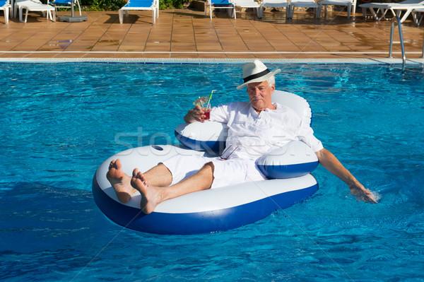 Ricco uomo rilassante proprio piscina viaggio Foto d'archivio © ivonnewierink