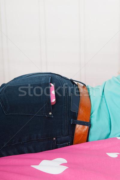 Sempre menina telefone móvel aqui adolescente interior Foto stock © ivonnewierink