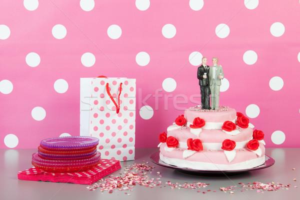Pastel de bodas gay Pareja rosa rosas rojas superior Foto stock © ivonnewierink
