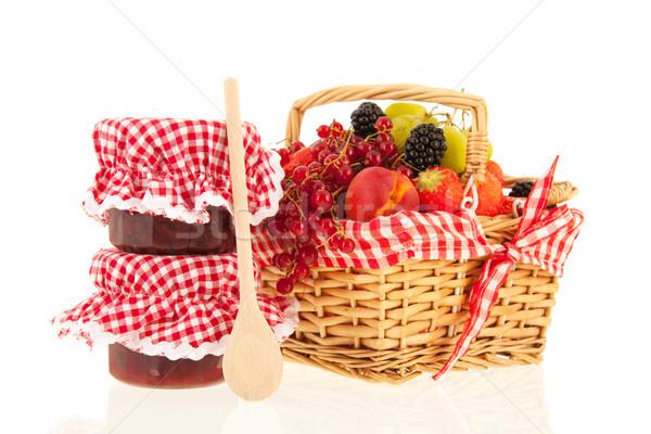 Panier fruits frais plein fraîches fruits d'été isolé Photo stock © ivonnewierink