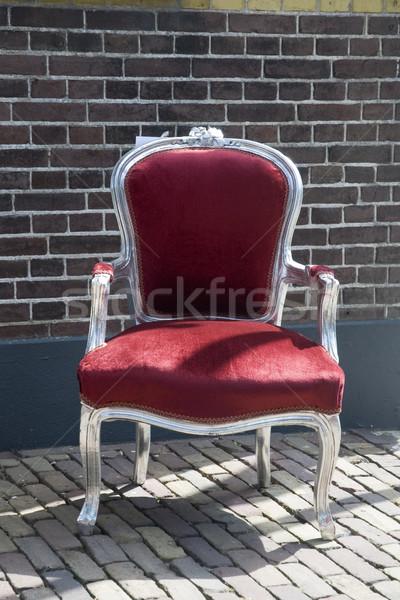 Antik szék téglafal szabadtér fal Stock fotó © ivonnewierink
