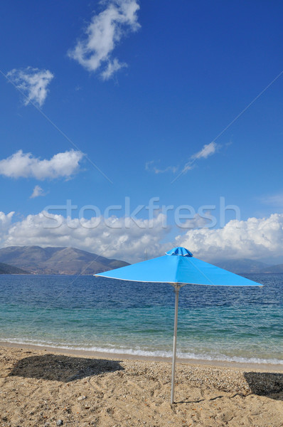 Guarda-sol praia ninguém água paisagem mar Foto stock © ivonnewierink
