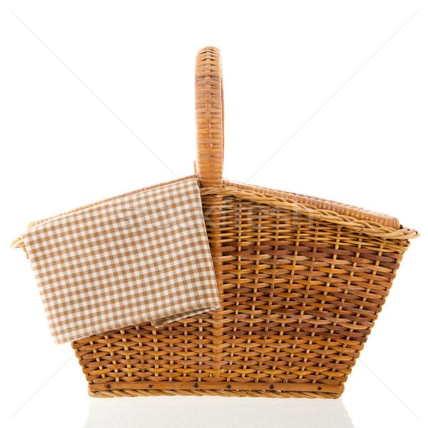 Piknik sepeti kahverengi peçete yalıtılmış beyaz arka plan Stok fotoğraf © ivonnewierink