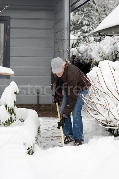 Férfi eltávolítás hó ház utca otthon Stock fotó © ivonnewierink