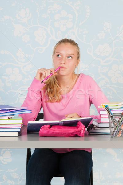 Liceo studente compiti per casa desk donna Foto d'archivio © ivonnewierink