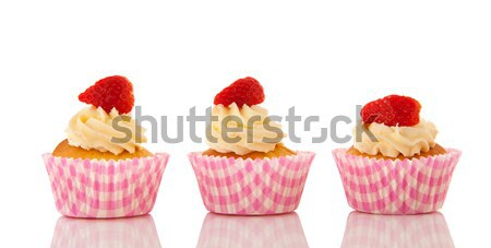 Eper minitorták vajkrém izolált fehér születésnap Stock fotó © ivonnewierink