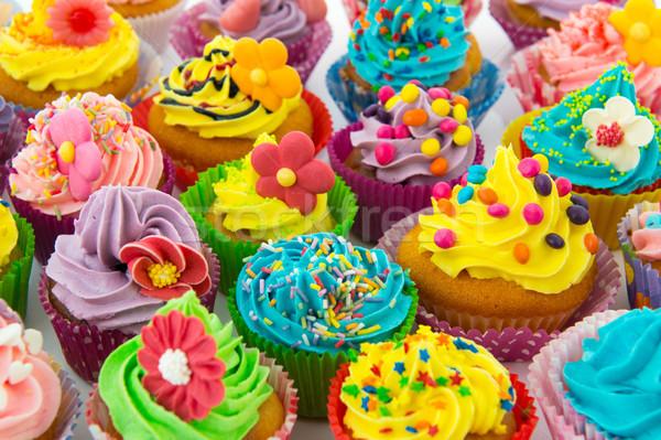 Születésnap minitorták sok édes virágok vaj Stock fotó © ivonnewierink