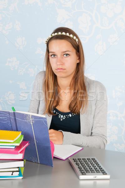 Tienermeisje huiswerk vergadering bureau school meisje Stockfoto © ivonnewierink