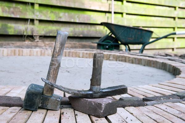 Bruk młotek rękawice ogród pracy przemysłowych Zdjęcia stock © ivonnewierink